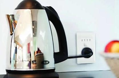 电水壶需要拔掉插座吗因为电器插头还与插座相连