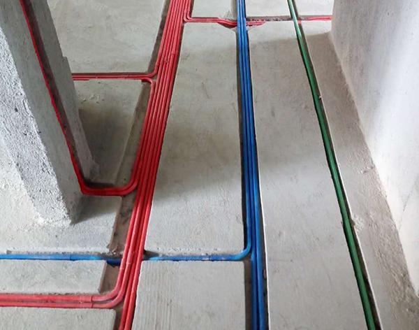 杨顺平工长水电木瓦装修现场