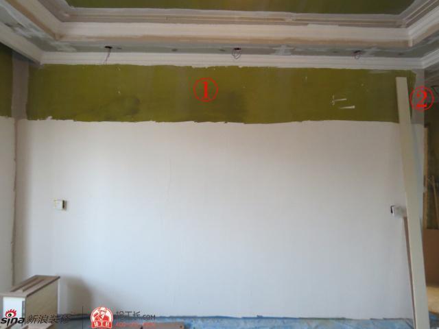 刷腻子前这满墙的黄绿色真让人费解~竟还有整墙的补丁!