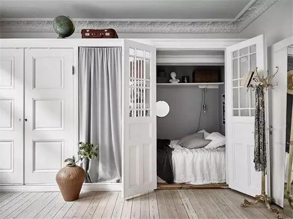 看看别人家的创意 在衣柜里凿出一个大房间!