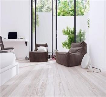 复合地板和墙纸搭配