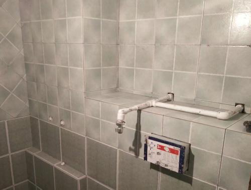 46平带阁楼瓦工施工采用青灰色瓷砖?