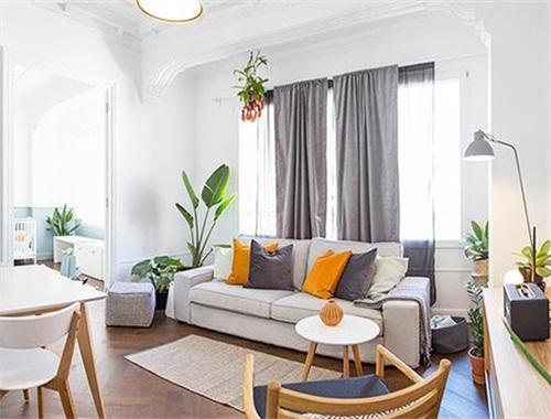 60㎡小户仅靠一组沙发的摆放,就成功打造了阳光亲子宅!