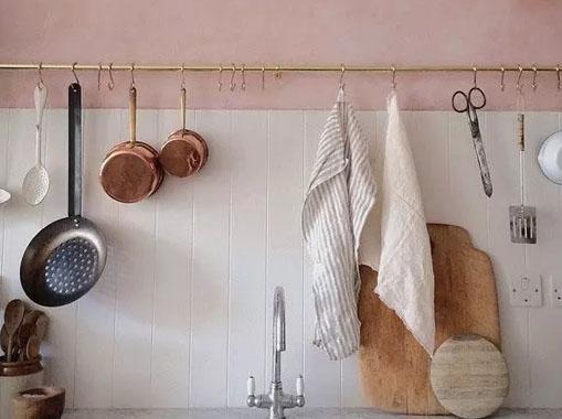 我们如果说卫生间厨房可以不贴瓷砖而改刷墙漆,是不是又会被你们骂?