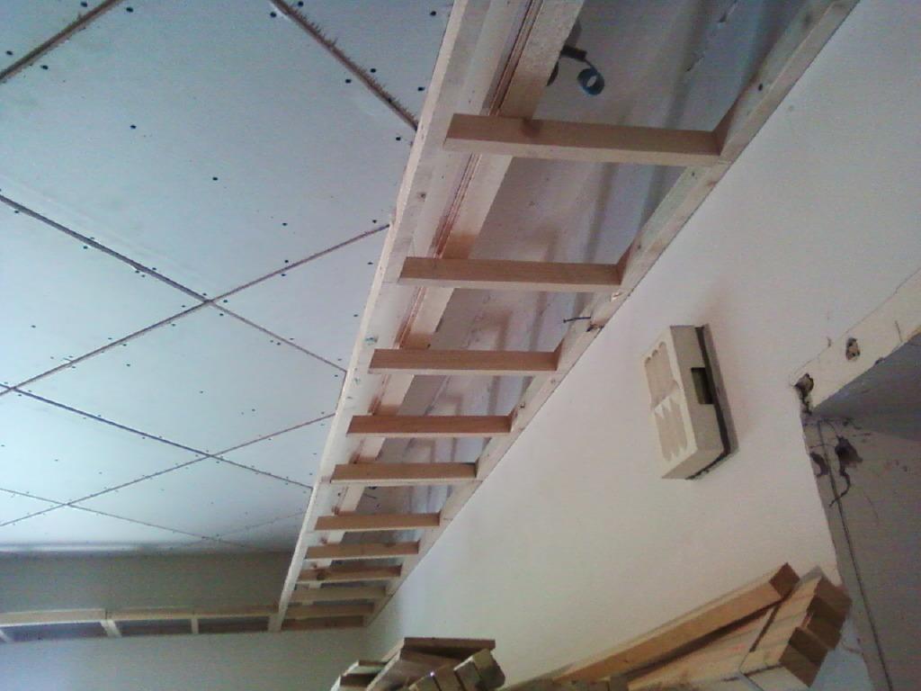 装修过程中的木工制作阶段