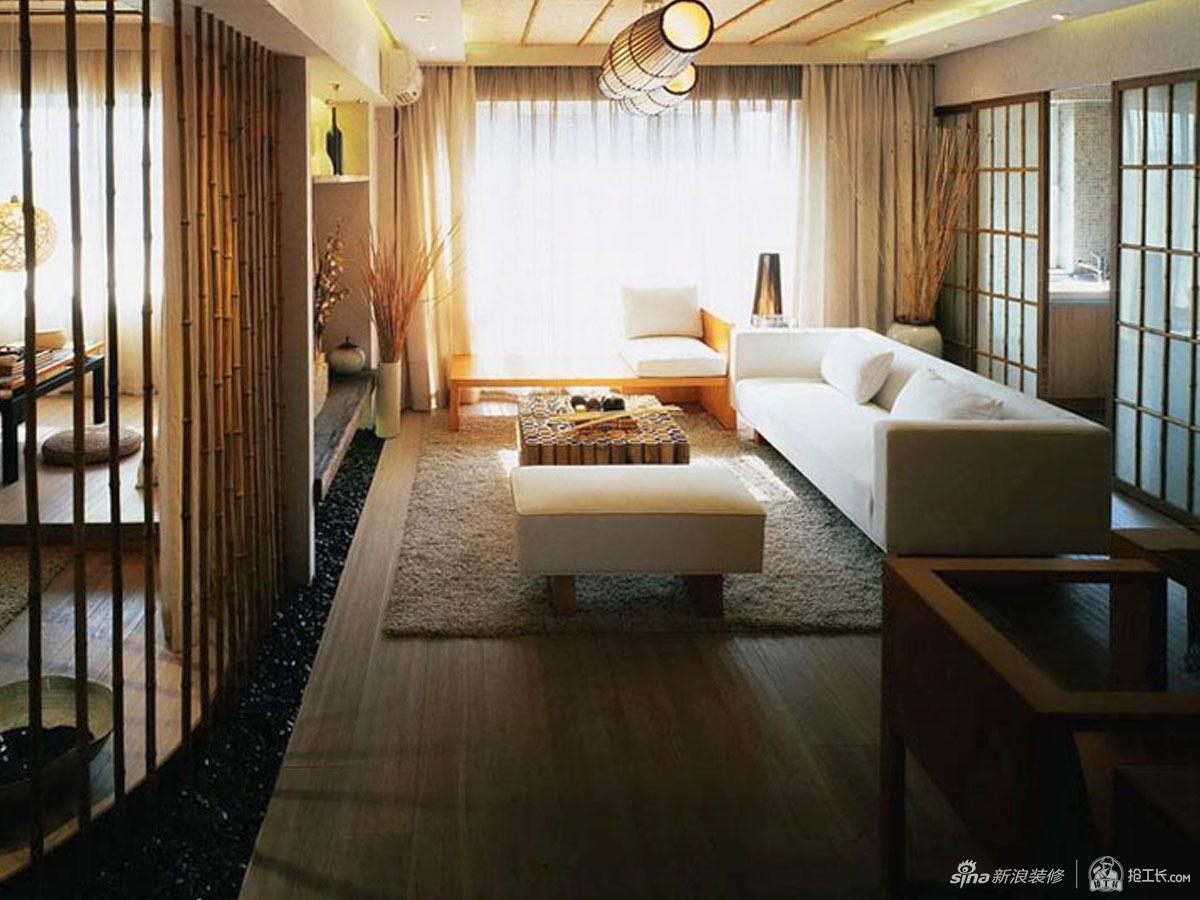 设计师将竹子,藤,鹅卵石等自然材质巧妙运用其中,让空间不仅有自然的