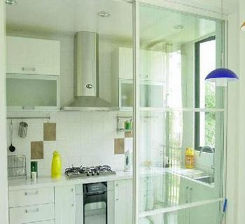 餐厅与厨房隔断玻璃门图片