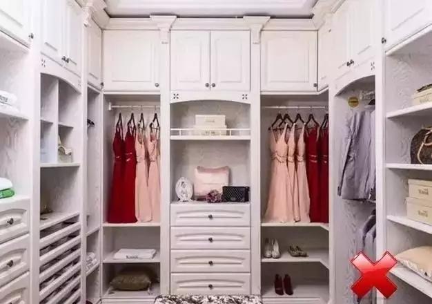 定制型衣柜的内部结构建议少做层板