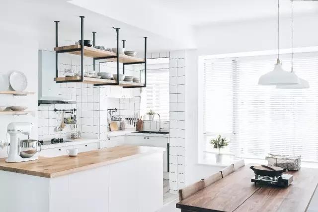 走廊做衣帽间,下沉卫生间,典范级高颜值厨房,这个房子图片