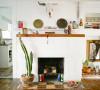 厨房前的壁炉处,冬天可以放点木头在里面装