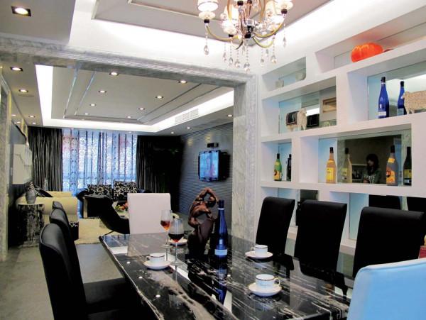 餐厅到客厅,玻璃钢大理石台面的餐桌,简约
