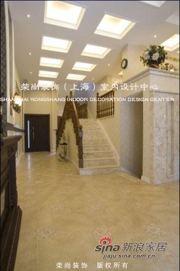 地面所用的是诺贝尔系列的瓷砖,房间里装有
