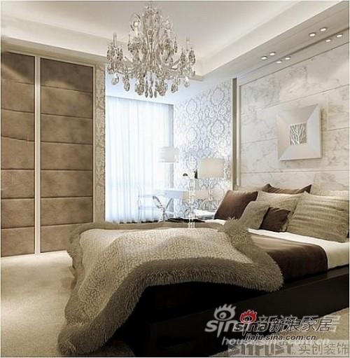 主卧水晶吊灯与墙面壁纸相呼应,尽显奢华