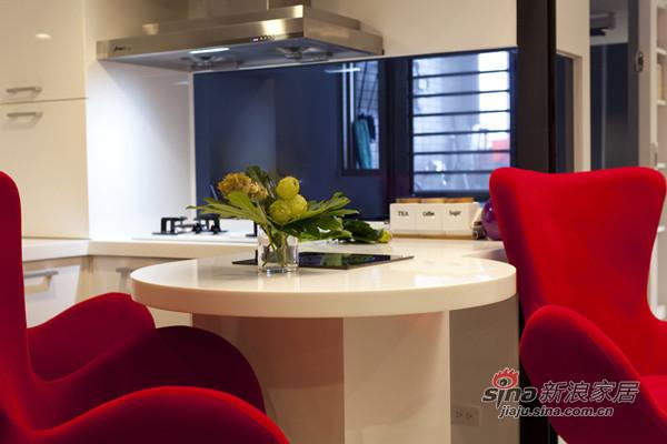 厨房吧台和餐桌共享,内置式电磁炉不影响美