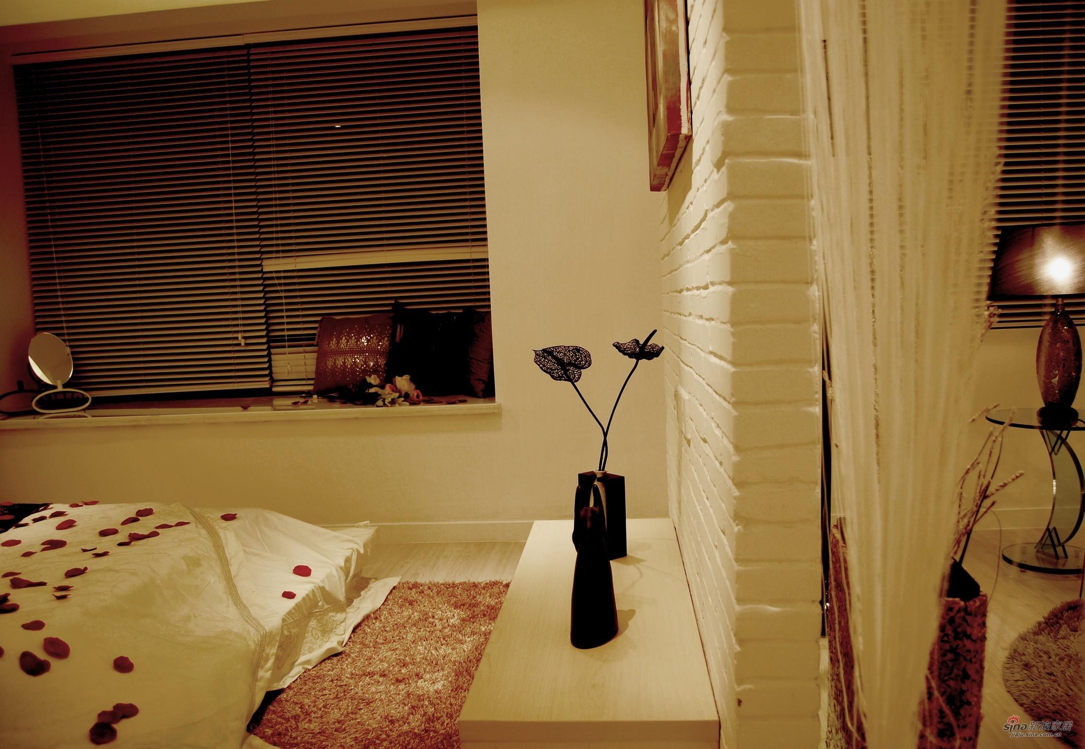 简约 三居 卧室图片来自用户2558728947在【高清】6.8万血拼98平幸福甜现代3居37的分享