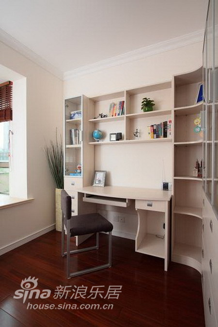 简约 二居 书房图片来自用户2738093703在打造110平米简约的夏日时尚空间 温馨而浪漫36的分享