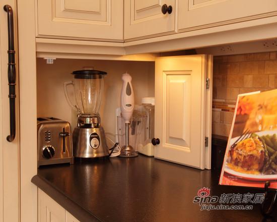 美式-装修效果图:橱柜是大理石的台面,人