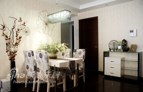 简约 一居 客厅图片来自用户2739081033在刚柔并济65的分享