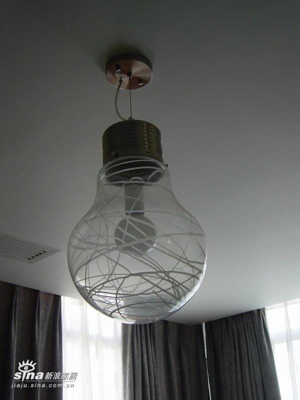 个性的灯泡