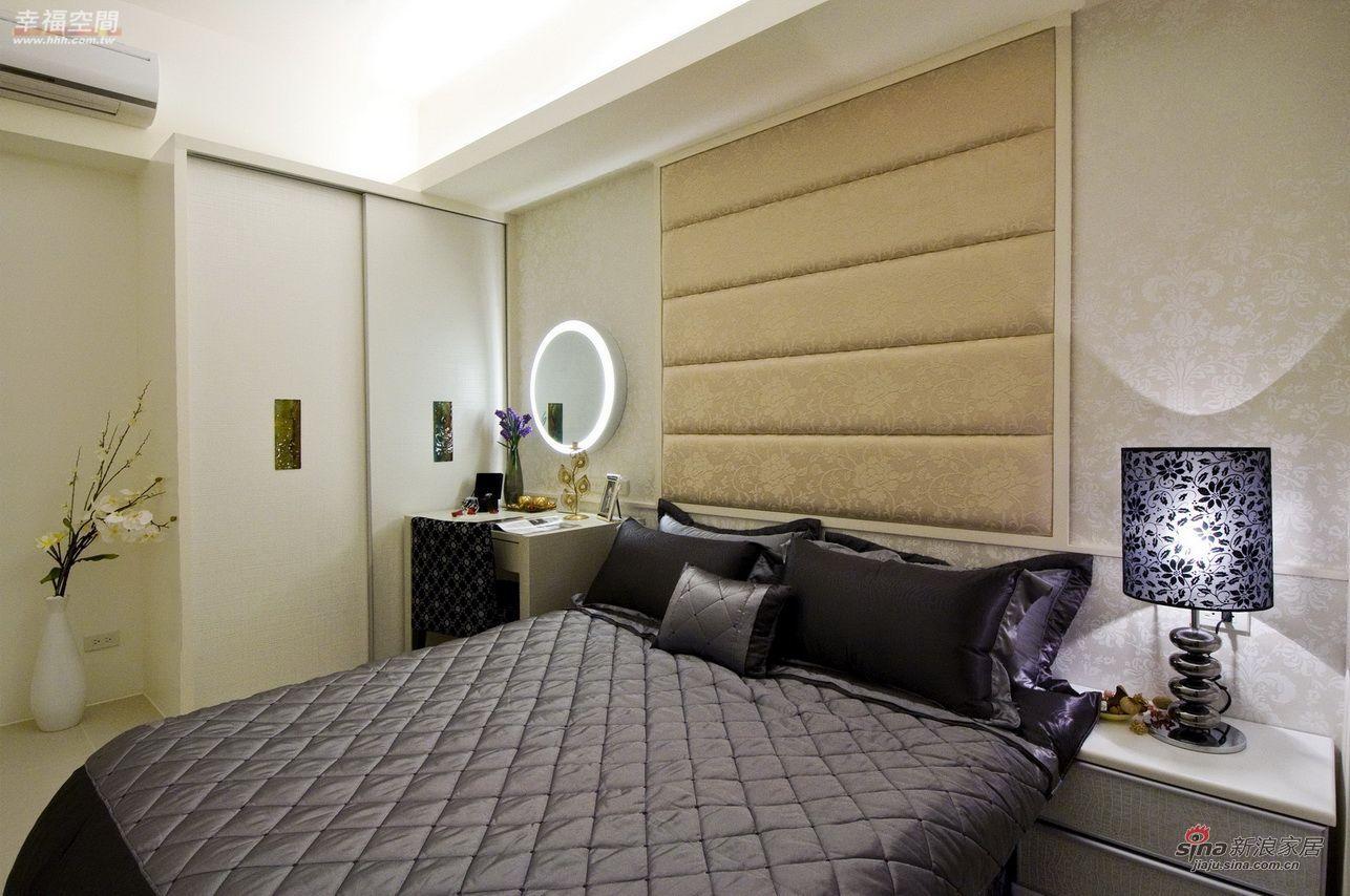 简约 四居 卧室图片来自幸福空间在165平经典黑白琴键打造精致公寓71的分享