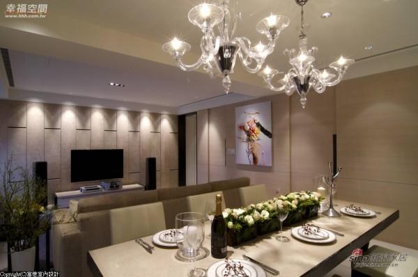 电视主墙采用莱姆石和电视柜台面相互呼应