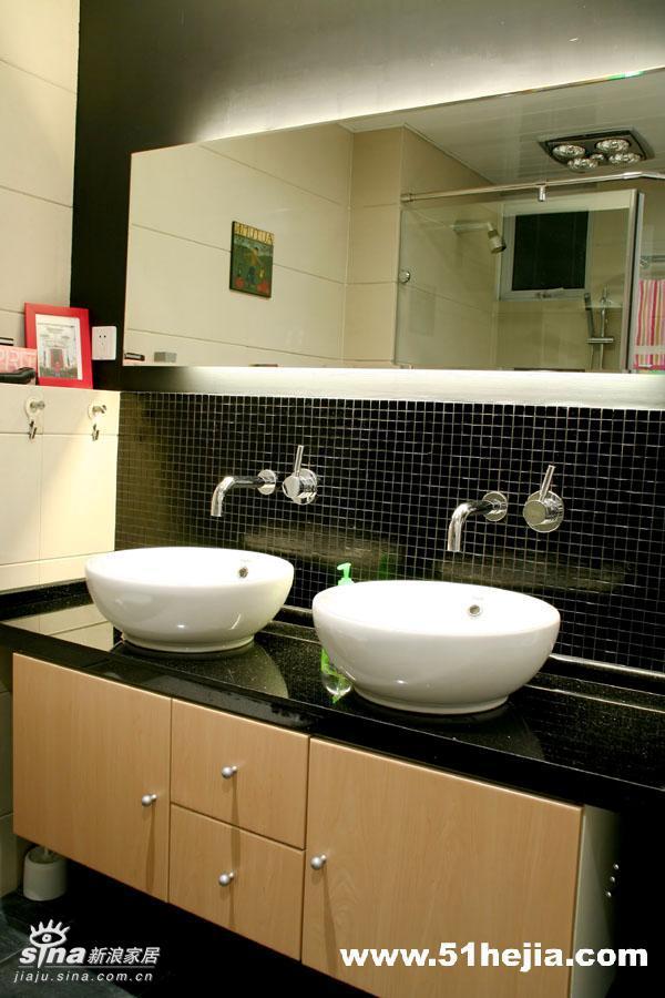 简约 二居 卫生间图片来自用户2737735823在暖色调营造温馨舒适83的分享