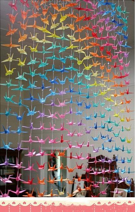 折好的千纸鹤可以做家饰,很漂亮哦~