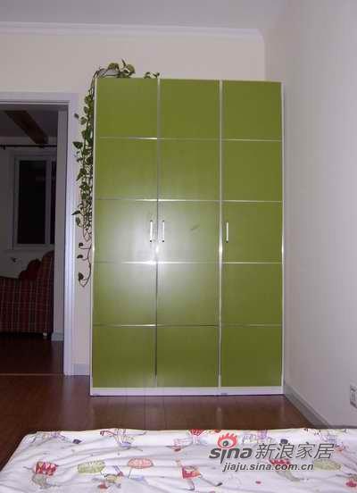 绿色的三门衣柜