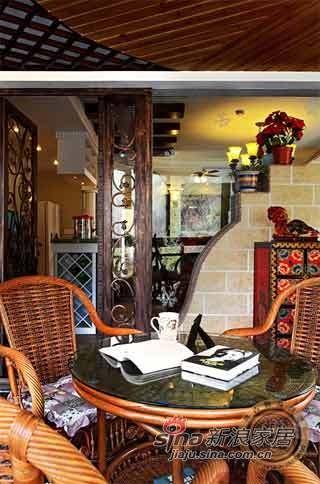 阳台的设计很独特,在这边看看书喝喝咖啡,