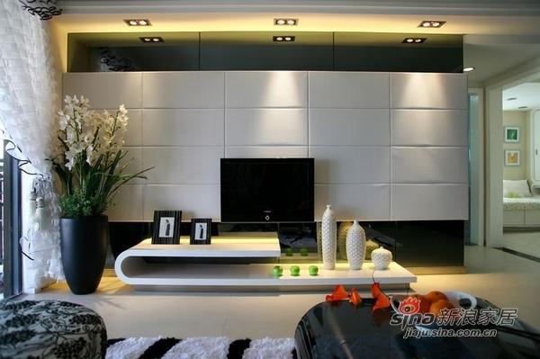 简约 二居 客厅图片来自用户2556216825在白领8万打造110平简约婚房51的分享
