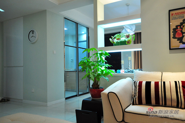 简约 二居 客厅图片来自用户2557010253在80后潮居小白领6万装修90平93的分享