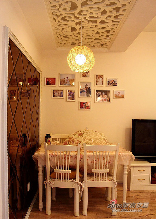 简约 二居 餐厅图片来自装修微日记在【高清】45平温馨甜蜜简约二人世界67的分享