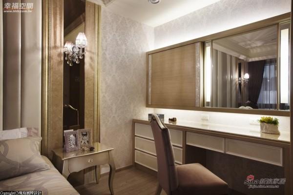 梳妆台设立于房内,并利用门片适时遮挡镜子