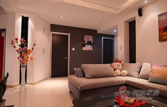 简约 三居 客厅图片来自佰辰生活装饰在10万打造100㎡黑白优雅家70的分享