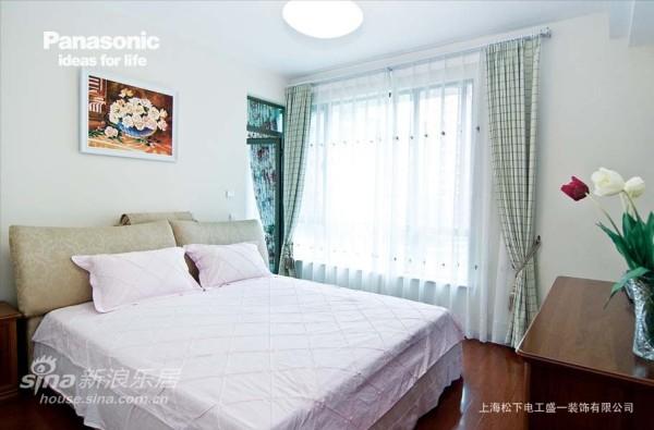 卧室的色调清雅别致,极致的舒适