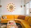 鲜花色的沙发搭配向日葵状的壁灯
