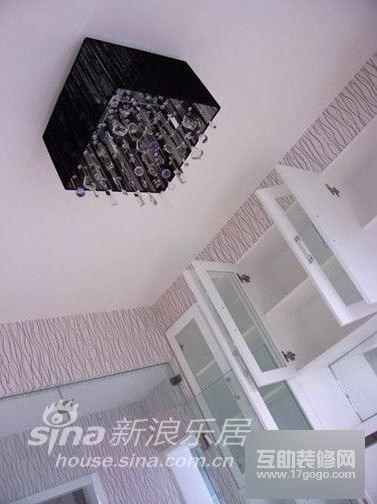简约 三居 客厅图片来自用户2739081033在大凸窗变成床 女主人秀红黑现代简约家18的分享