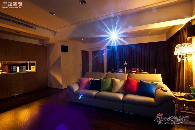 简约 四居 客厅图片来自幸福空间在198平原木简约自然风61的分享