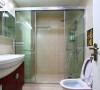 客卫有分干湿区,隔了个玻璃的沐浴房。