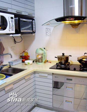 简约 复式 厨房图片来自用户2737950087在花两年收入装修独具品味小复式13的分享