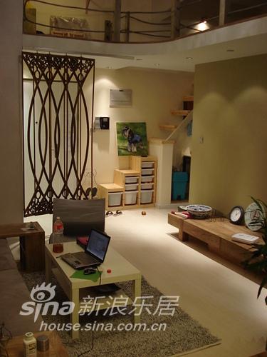简约 复式 客厅图片来自用户2737782783在我SHOW我家 精心装扮温馨小复式婚房29的分享