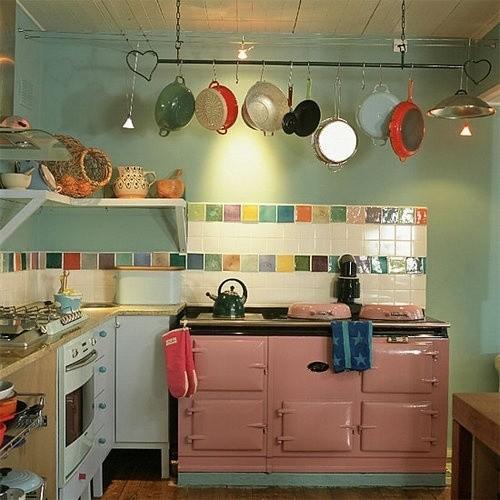 这样的厨房很有爱呢 女生应该会很喜欢吧