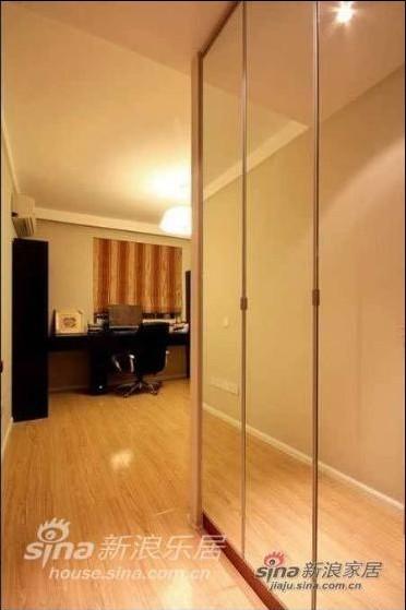 简约 二居 卧室图片来自用户2737735823在98平米靓丽优雅气质的简约乐活家95的分享