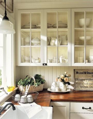 清新的田园式小厨房......精致的质感,奶白色的颜色超级干净!