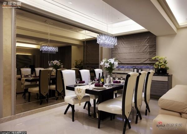 柔和茶镜作为餐厅主墙