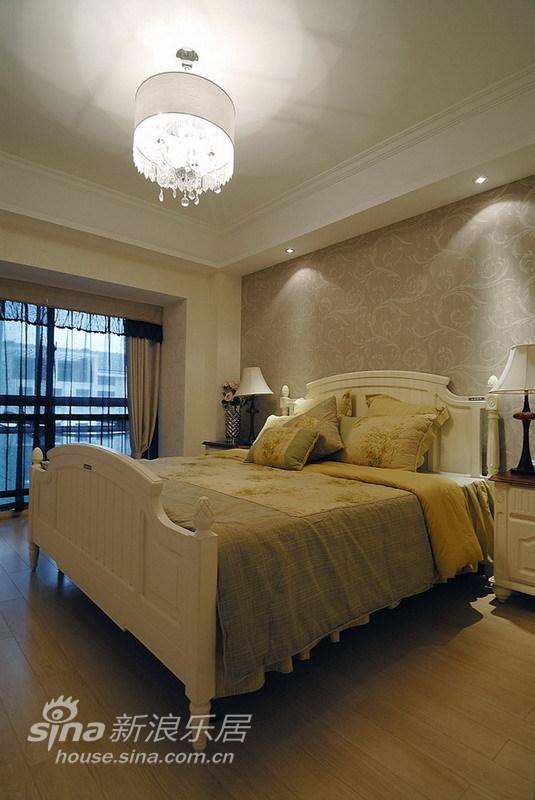 简约 四居 客厅图片来自用户2557979841在实景:黑白经典 打造80后超爱的时尚空间70的分享