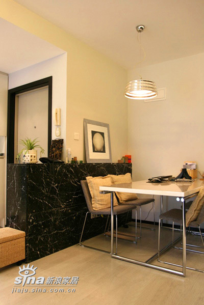 简约 二居 餐厅图片来自用户2557010253在22万装77平精彩简约2居 附实景图和装修清单(4)80的分享