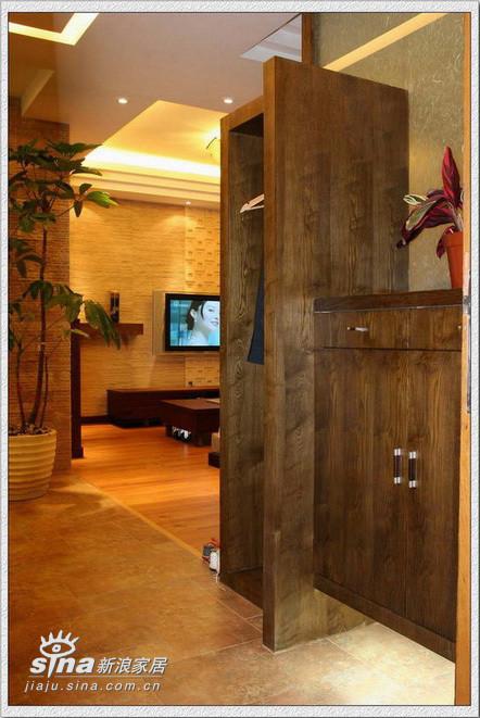 门厅作了个鞋柜和衣架还是很实用的
