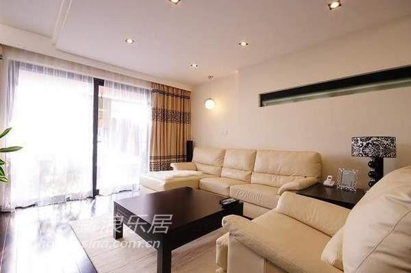 简约 四居 客厅图片来自用户2737950087在四室两厅大户型 好冷酷的装修37的分享
