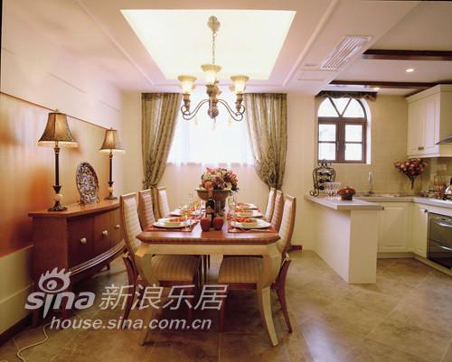 开放式的厨房与餐厅,泰式桌椅,美式厨房